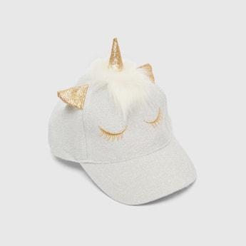 قبعة مزينة بقرن يونيكورن