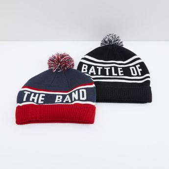 قبعة بيني مزيّنة بكرات بوم بوم وطبعات - طقم من قطعتين