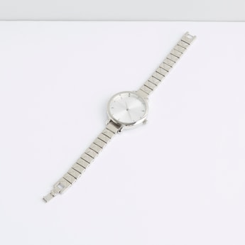 Metallic Round Dial Wristwatch
