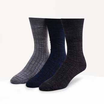 Set of 3 - Textured Crew Length Socks with Ribbed Hem