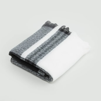 Chequered Scarf with Fringe Detail