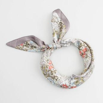 ربطة شعر بطبعات زهور