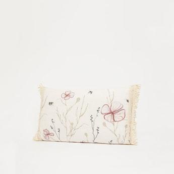 وسادة محشوّة بطبعات أزهار وتفاصيل دانتيل بشرّابات - 50x30 سم