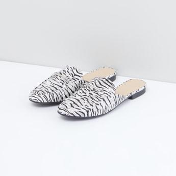 حذاء ميول بتفاصيل ميتاليك وطبعات