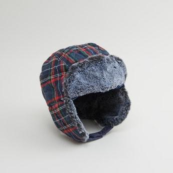 قبعة كاروهات بتفاصيل قطيفة
