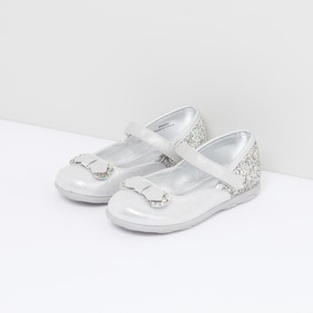 حذاء ماري جين بشريط إغلاق وفيونكة وجليتر