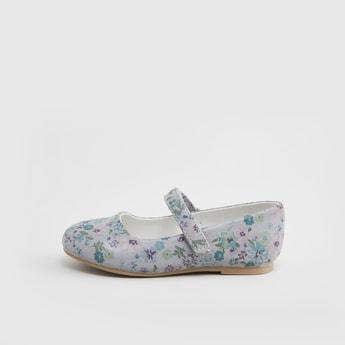 حذاء ماري جاين بطبعات زهرية مع خطّاف وحلقة إغلاق