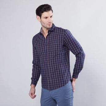 قميص كاروهات بياقة عادية وأكمام طويلة