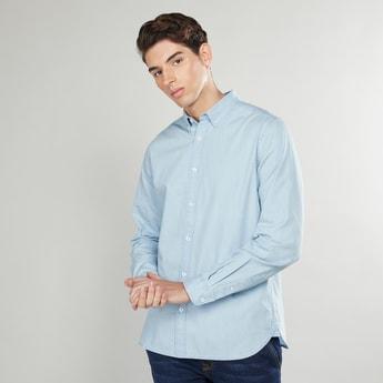 قميص سادة بزر سفلي وأكمام طويلة