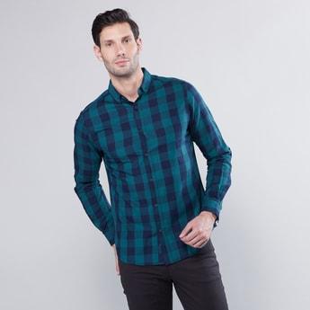قميص كاروهات بقصّة سليم وياقة عادية وأكمام طويلة