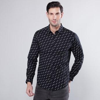 قميص بأكمام طويلة وطبعات شعار