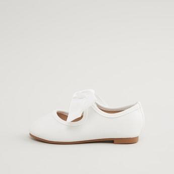 حذاء باليرينا بارز الملمس مع تفاصيل فيونكة