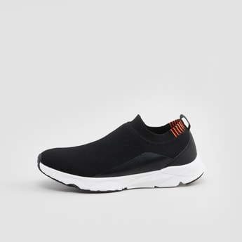 حذاء سنيكرز بارز الملمس سهل الارتداء
