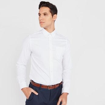 قميص سادة سليم بأكمام طويلة وياقة عادية بزر