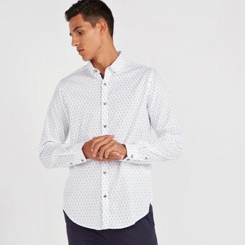 قميص سليم بطبعات وياقة عادية بزر وأكمام طويلة