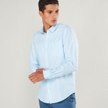 قميص سليم سادة بياقة عادية وجيب على الصّدر