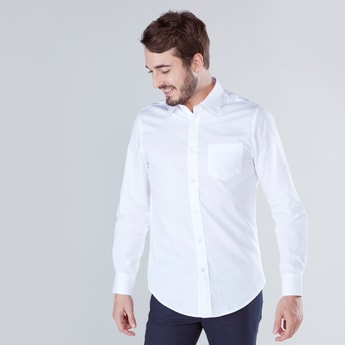 قميص سادة بقصة ضيقة وتفاصيل جيب على الصدر
