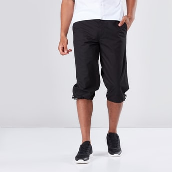 Pocket Detail Capris in Regular Fit with Drawstring Hem