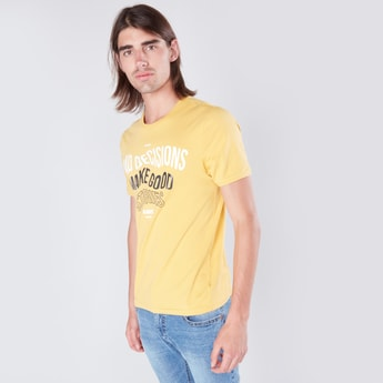 Typographic Print T-shirt with Short Sleeves