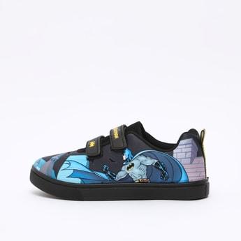 حذاء رياضي بشريط إغلاق لاصق وطبعات باتمان