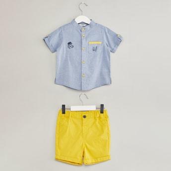 قميص بارز الملمس بأكمام قصيرة وشورت