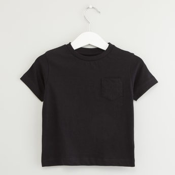 Solid T-shirt with Round Neck and Chest Pocket