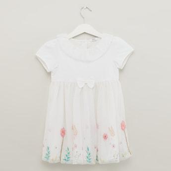 فستان بأكمام قصيرة وطبعات زهرية