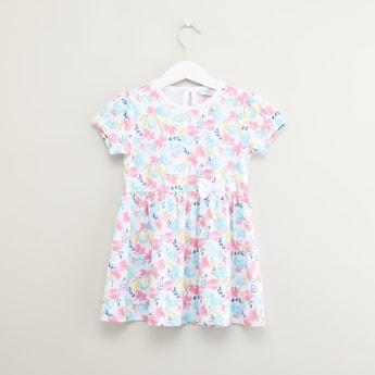 فستان بأكمام قصيرة مع طبعات أزهار
