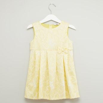 فستان دون أكمام دانتيل بياقة مستديرة وفيونكة
