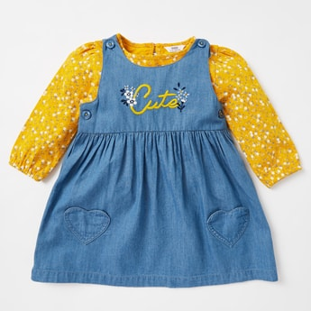 Floral Print T-shirt with Long Sleeves and Denim Pinafore Set