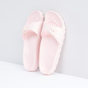 حذاء خفيف بإبزيم