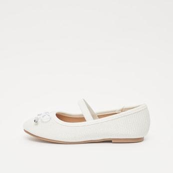 حذاء بارز الملمس بحزام مطاطي وتفاصيل مزينة بفيونكة