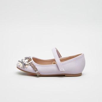 حذاء ماري جاين بشريط إغلاق وتزيينات