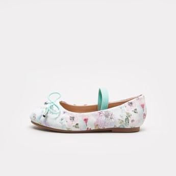 حذاء بالرينا بمقدمة مستديرة وتفاصيل فيونكة وطبعات