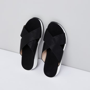 حذاء ويدج سهل الارتداء بحزام متقاطع