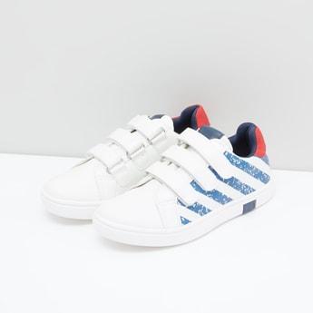 حذاء سنيكرز بشريط إغلاق وطبعات