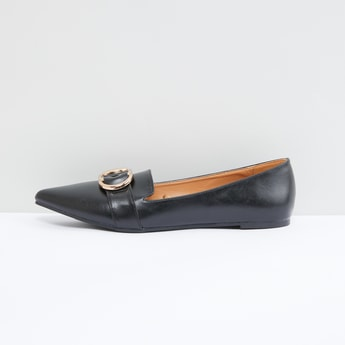 حذاء مطرز سهل الارتداء بلون ميتاليك