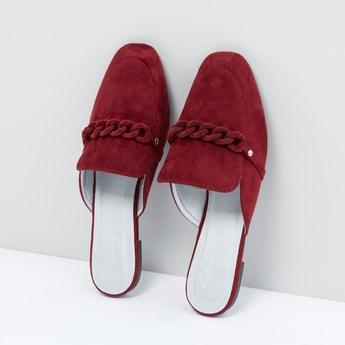 حذاء سهل الإرتداء بتفاصيل مضفّرة