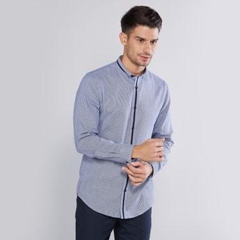 قميص كاروهات بياقة سليم عاديّة وأكمام طويلة