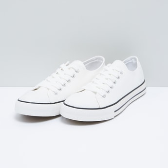 حذاء قماشي برباط