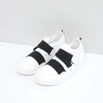 Slip-On Sports Shoes with Elasticised Straps and Hook and Loop Closure