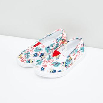 حذاء سهل الارتداء بأطراف مطّاطية وطبعات