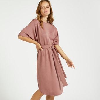 فستان قفطان سادة إيه لاين بطول الركبة وأربطة وأكمام قصيرة
