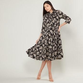 فستان ميدي إيه لاين بياقة بفيونكة وأكمام 3/4 وطبعات زهرية
