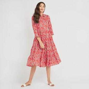 فستان بياقة عادية وأكمام 3/4 وطبعات أزهار