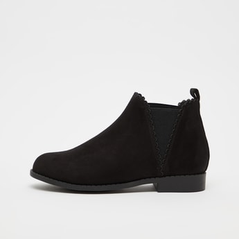 Solid Boots with Pull Tab and Elasticised Gusset
