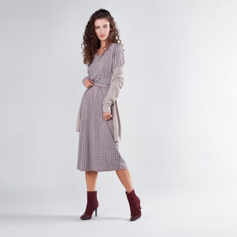 Checked Midi V-neck Dress with 3/4 Sleeves