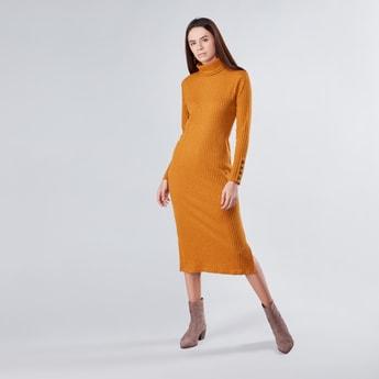 فستان بارز الملمس إيه لاين متوسط الطول بياقة مستديرة ضيقة وأكمام طويلة