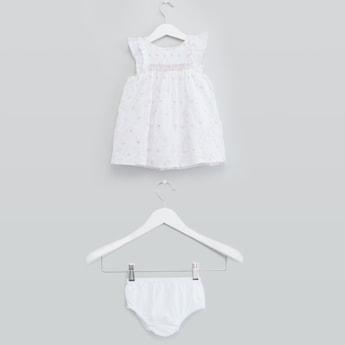 فستان مطرّز بياقة مستديرة وأكمام منفوشة