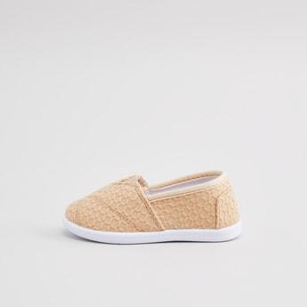 حذاء سهل الارتداء برقبة مطاطية